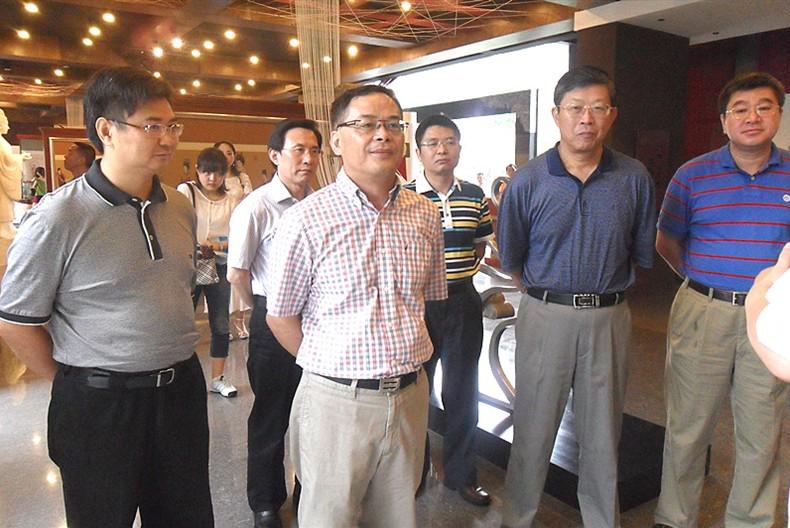 中国丝绸协会会长杨永元一行视察四川朗瑞丝绸