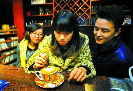 """重庆""""怪咖啡"""":感受创意咖啡文化"""